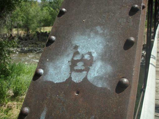 Paonia graffiti on the black bridge